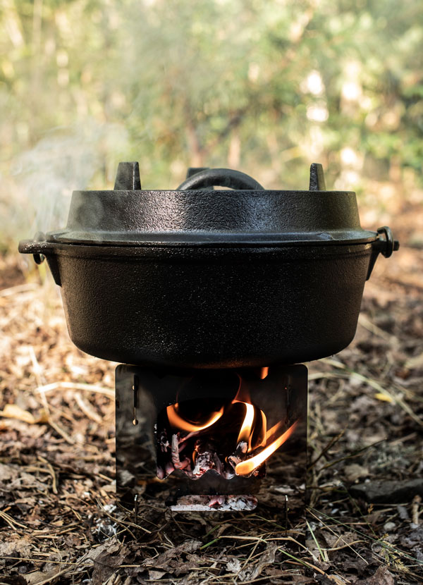 The Hobo Stove heats up the Petromax Dutch Oven ft1
