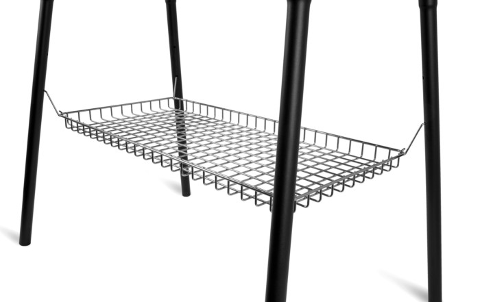 Petromax_Ablagekorb-fuer-Feuertopf-Tisch-fe90-montiert_Grid-Tray-for-Dutch-Oven-Table-attached_tray90
